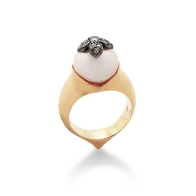 Lot 74 - A cultured pearl and diamond ring