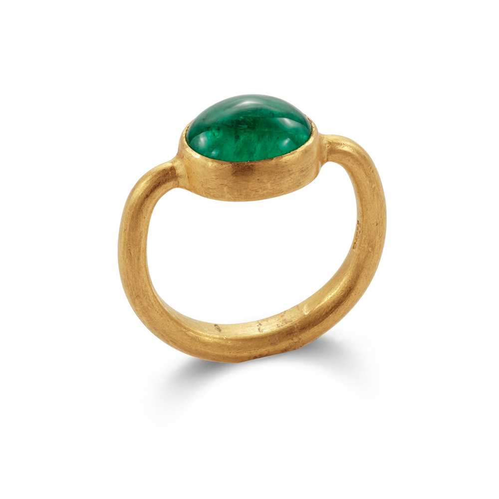 Lot 93 - An emerald single-stone ring