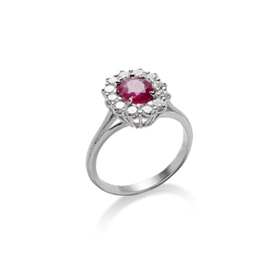 Lot 83 - A ruby and diamond ring