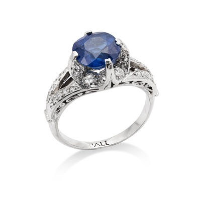 Lot 6 - A sapphire and diamond ring