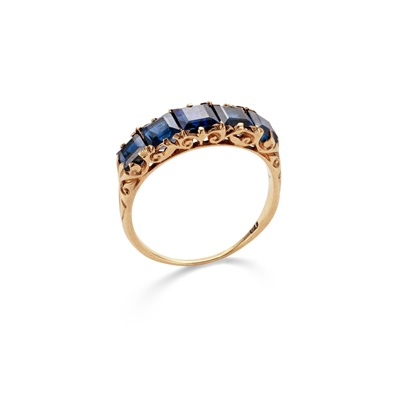 Lot 15 - A sapphire five-stone ring