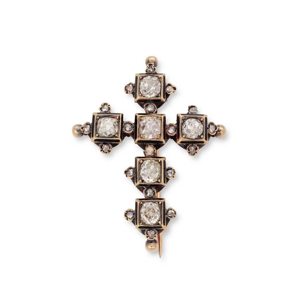 Lot 3 - An antique diamond cross brooch / pendant, circa 1880