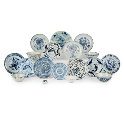 Lot 144 - GROUP OF SEVENTEEN BLUE AND WHITE WARES
