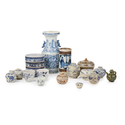 Lot 103 - COLLECTION OF THIRTEEN BLUE AND WHITE WARES