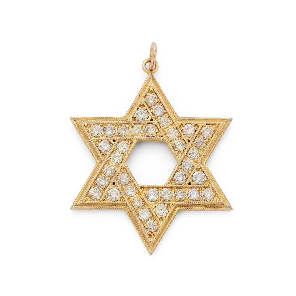 Lot 41 - A diamond-set pendant