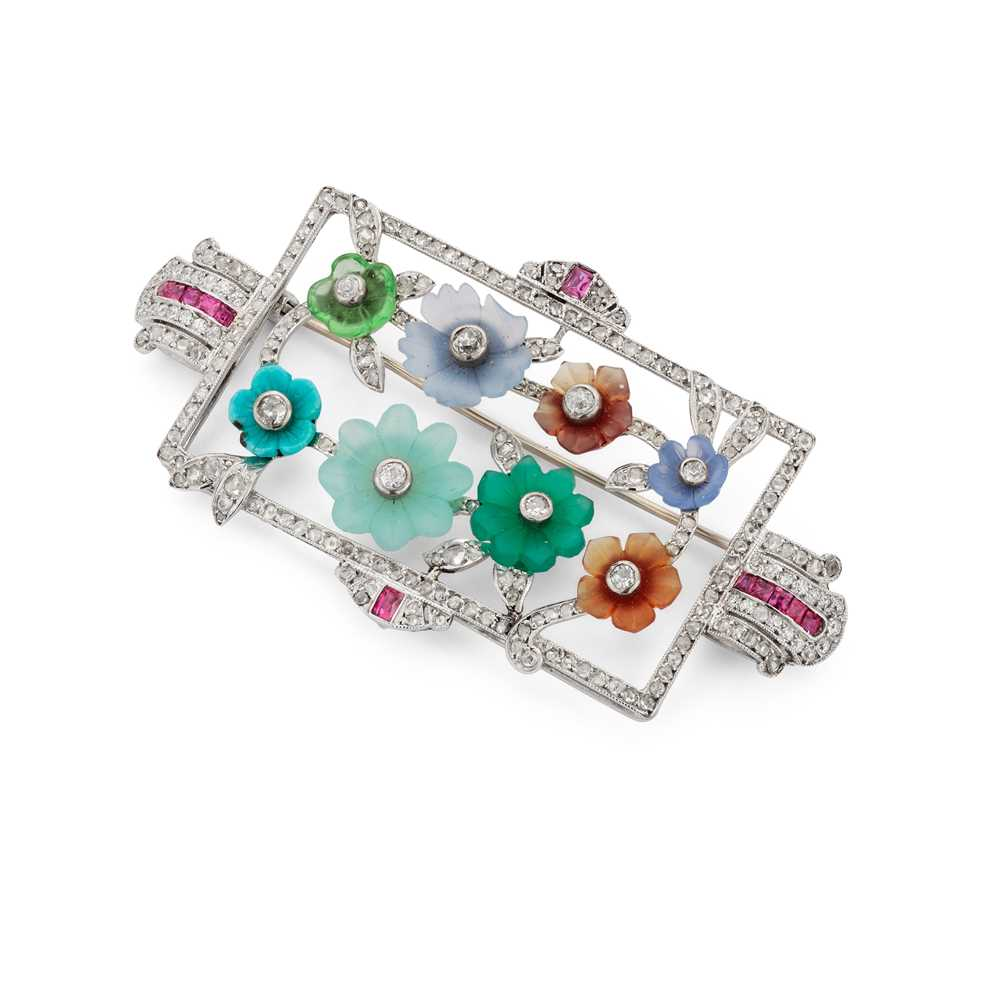 Lot 124 - An early 20th century diamond and gem-set brooch
