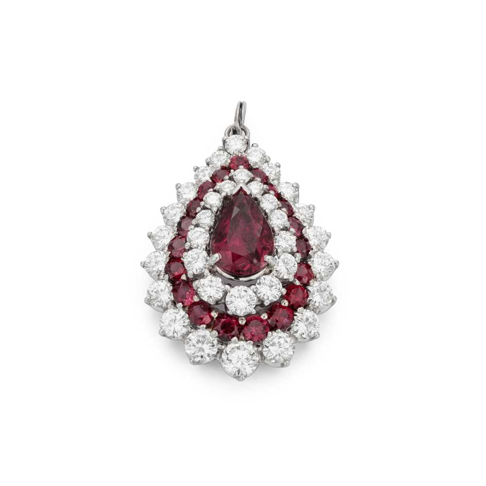 Lot 46 - A ruby and diamond pendant / brooch