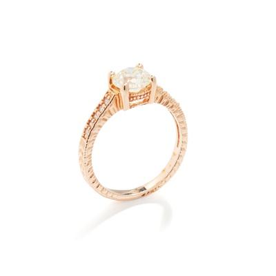 Lot 106 - A diamond single-stone ring