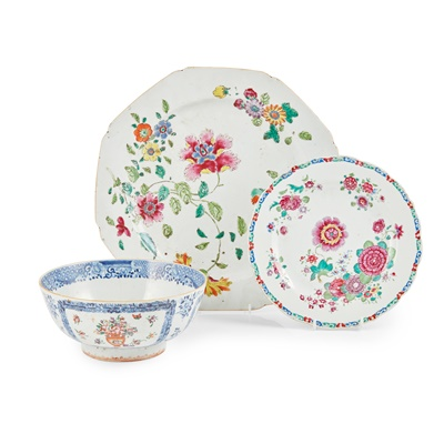 Lot 109 - GROUP OF THREE FAMILLE ROSE WARES