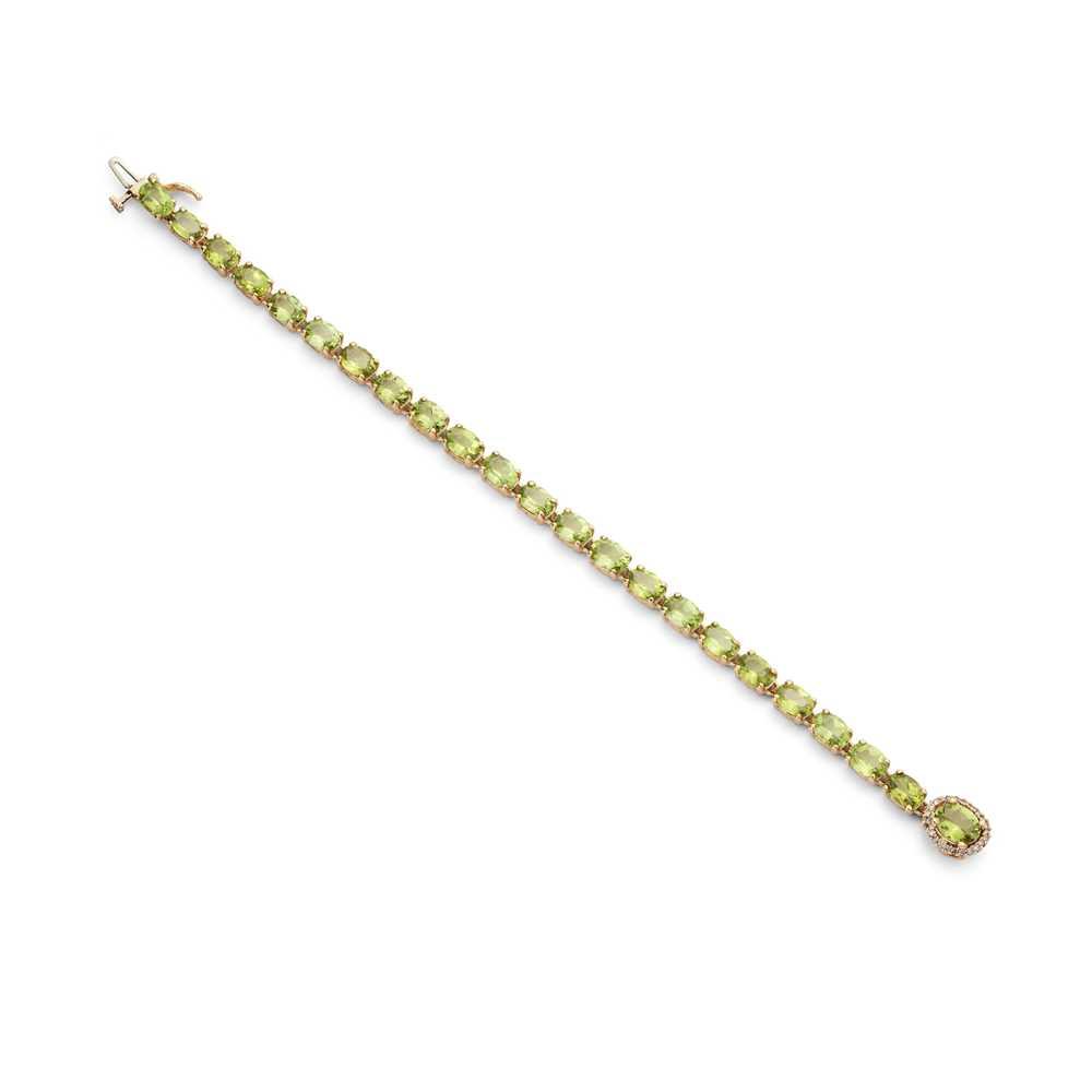 Lot 40 - A peridot and diamond bracelet