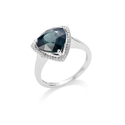 Lot 8 - A sapphire and diamond ring