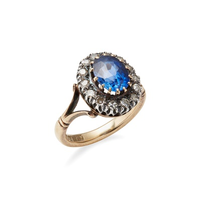 Lot 89 - A sapphire and diamond set cluster ring