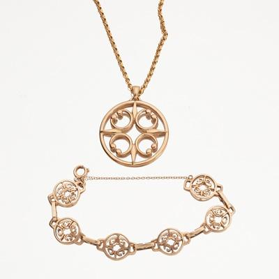 Lot 114 - A 9ct gold pendant, Ola Gorie