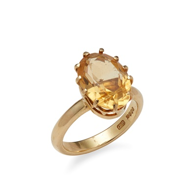 Lot 26 - An 18ct gold citrine set ring