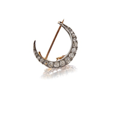 Lot 12 - A diamond set crescent brooch