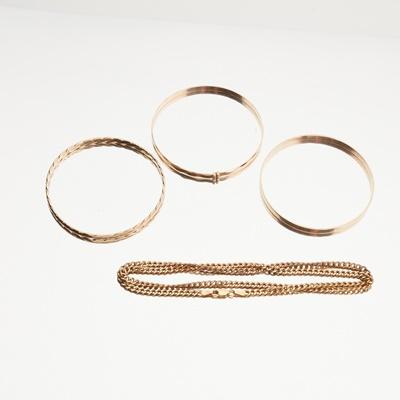 Lot 115 - A 9ct gold bangle