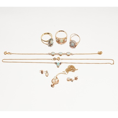 Lot 120 - A matched suite of opal set jewellery