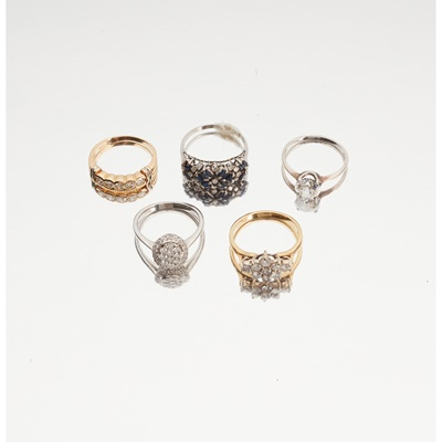 Lot 116 - A collection of gem-set rings