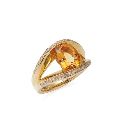 Lot 92 - A citrine and diamond set ring