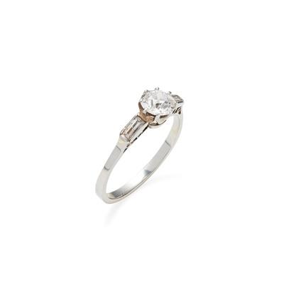 Lot 3 - An Art-Deco diamond set ring