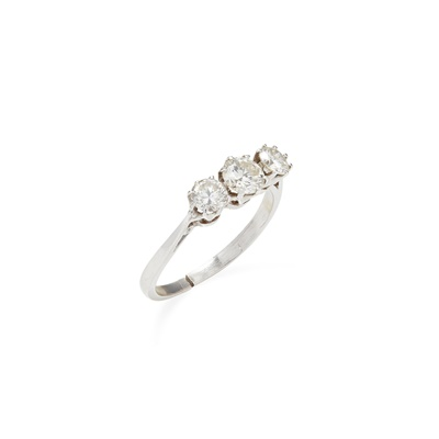 Lot 4 - A three stone diamond set ring