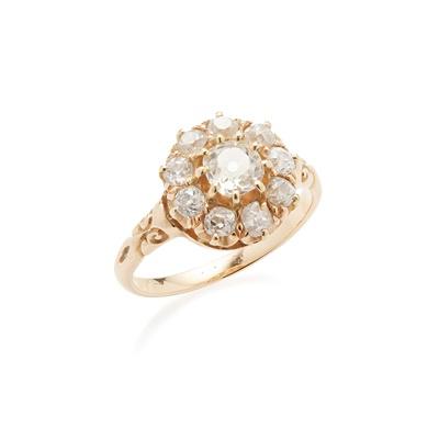 Lot 56 - A diamond set cluster ring