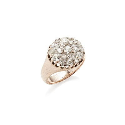 Lot 107 - A diamond set cluster ring
