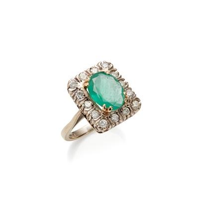 Lot 49 - An emerald and diamond set ring
