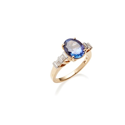 Lot 86 - A Tanzanite and diamond set ring