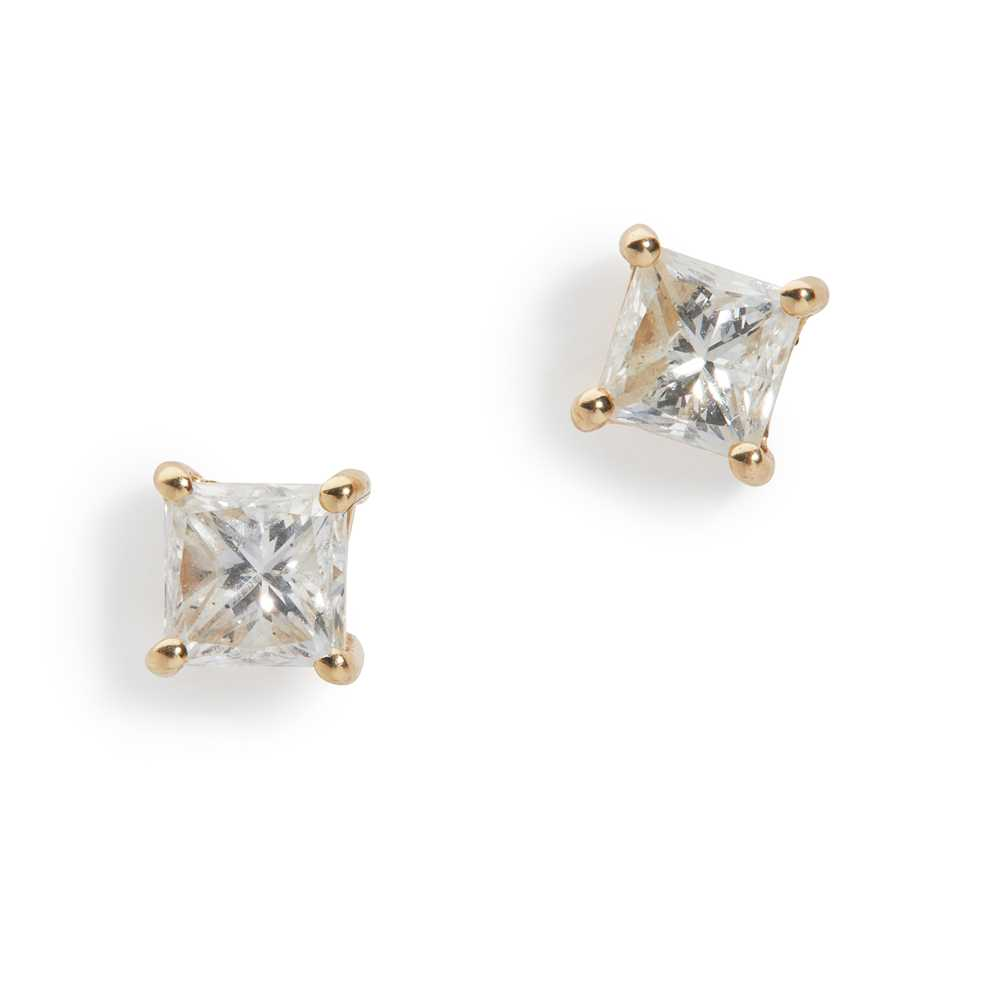 Lot 59 - A pair of diamond stud earrings