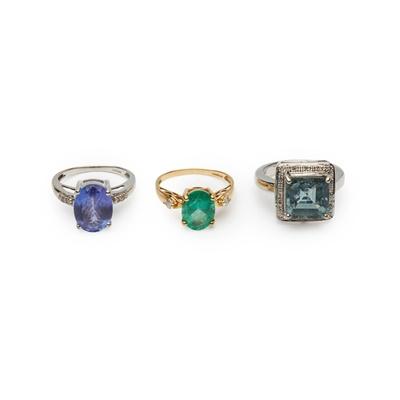 Lot 172 - An 18ct gold Tanzanite and diamond ring