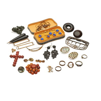 Lot 176 - A collection of jewellery