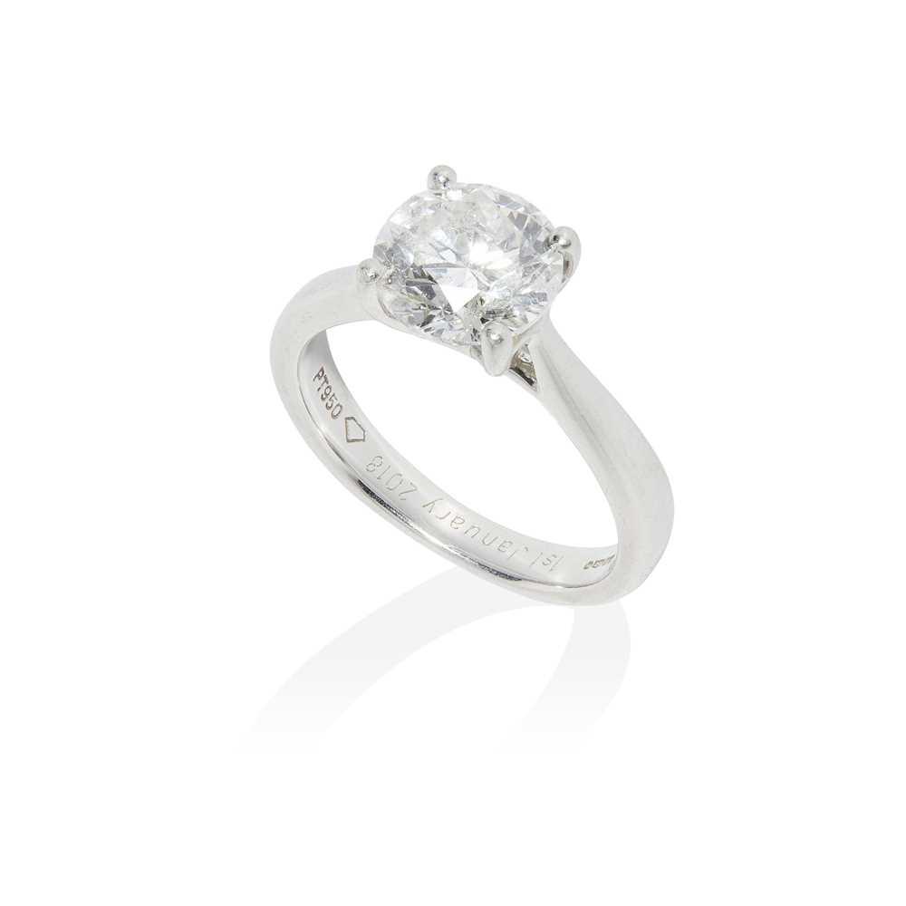 Lot 76 - A single stone diamond ring