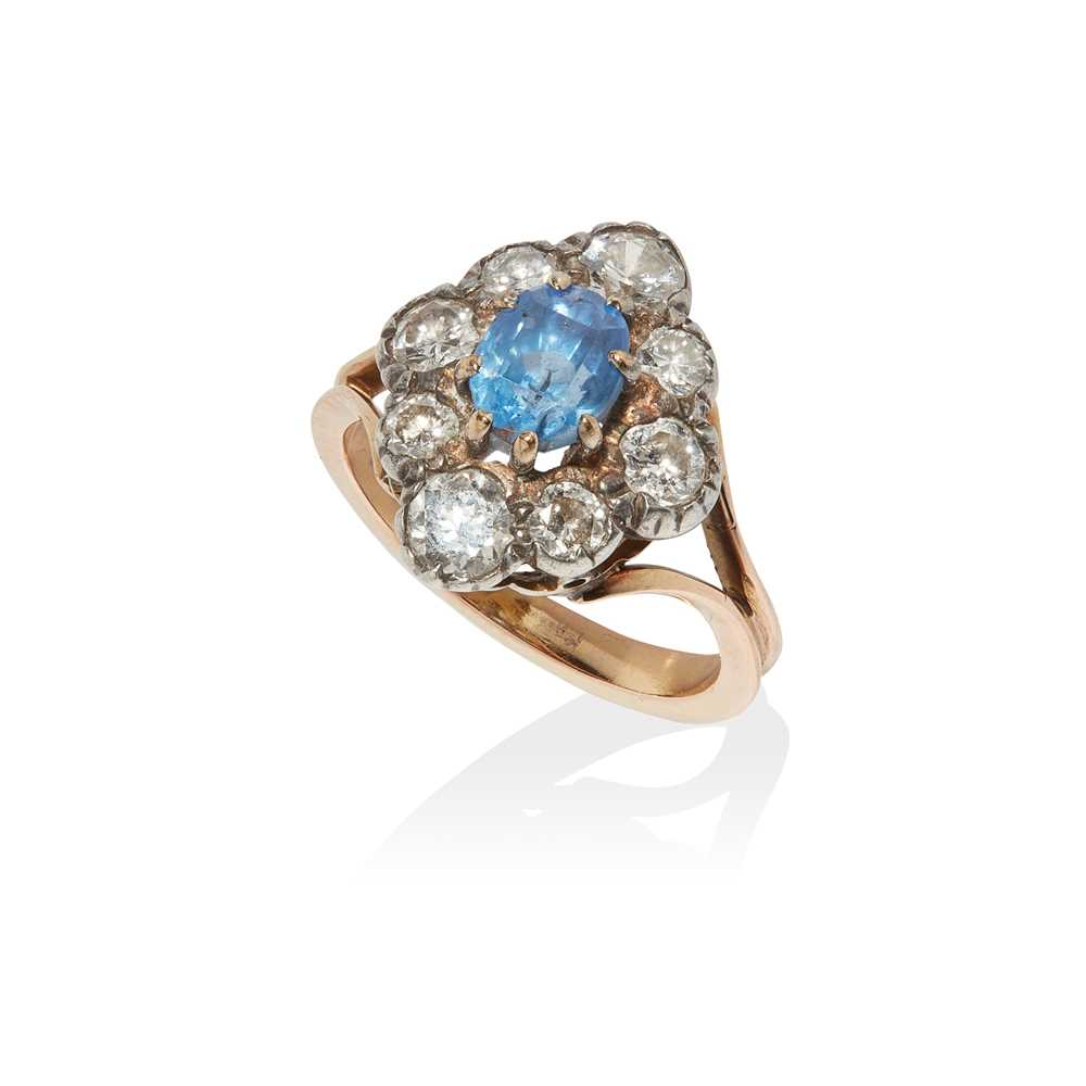 Lot 9 - A sapphire and diamond cluster ring