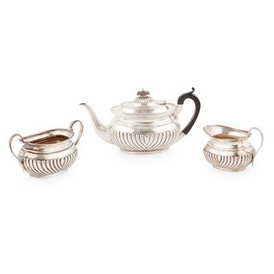 Lot 403 - An Edwardian three-piece tea service
