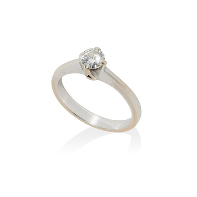 Lot 58 - A single stone diamond ring