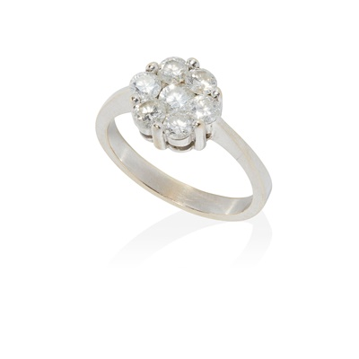 Lot 88 - A diamond cluster ring