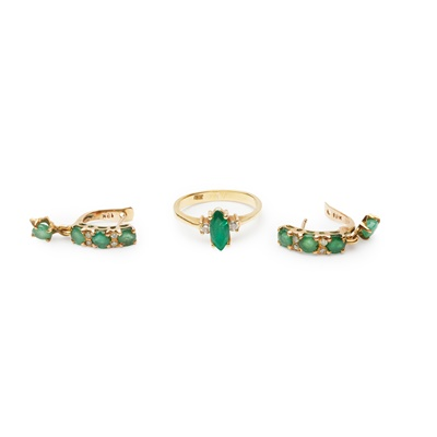 Lot 166 - An emerald and diamond ring and earrings
