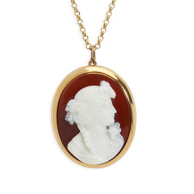 Lot 6 - A hardstone cameo brooch