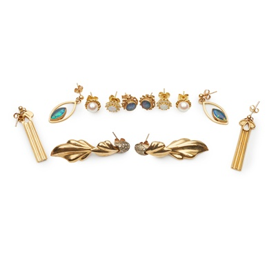 Lot 187 - A collection of earrings