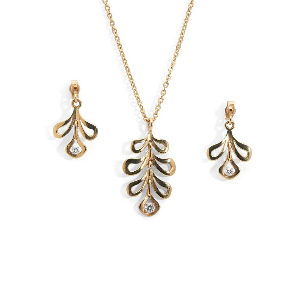 Lot 12 - A diamond pendant necklace and matching earrings