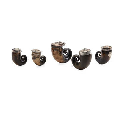 Lot 124 - A COLLECTION OF FIVE CURLY HORN SNUFF MULLS