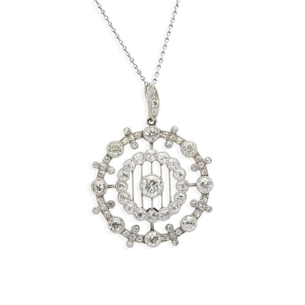 Lot 17 - A Belle Époque diamond pendant necklace
