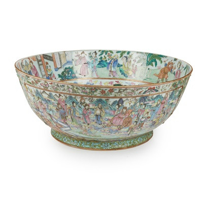 Lot 44 - A LARGE CHINESE EXPORT FAMILLE ROSE PORCELAIN PUNCH BOWL