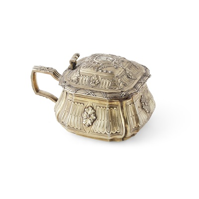Lot 361 - An early 19th century gilt mustard pot and cover