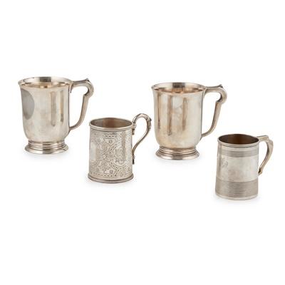 Lot 369 - A pair of baluster mugs