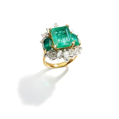Lot 19 - An emerald and diamond dress ring, by Eric N Smith
