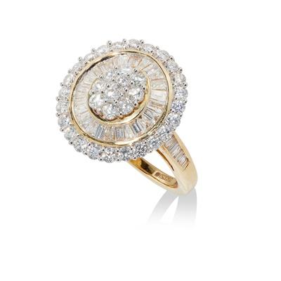 Lot 42 - A modern diamond cluster ring