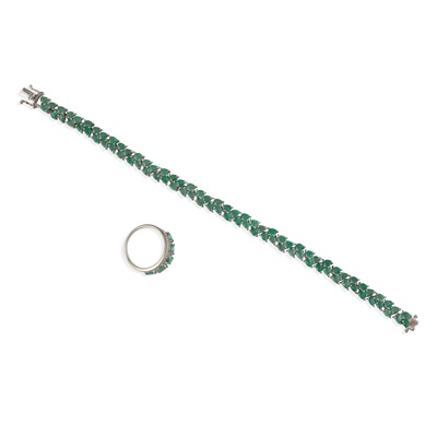 Lot 65 - An emerald and diamond ring
