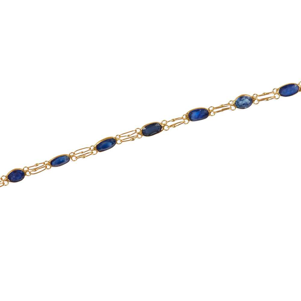 Lot 11 - A sapphire bracelet